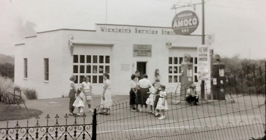 Scoupe-service station1956